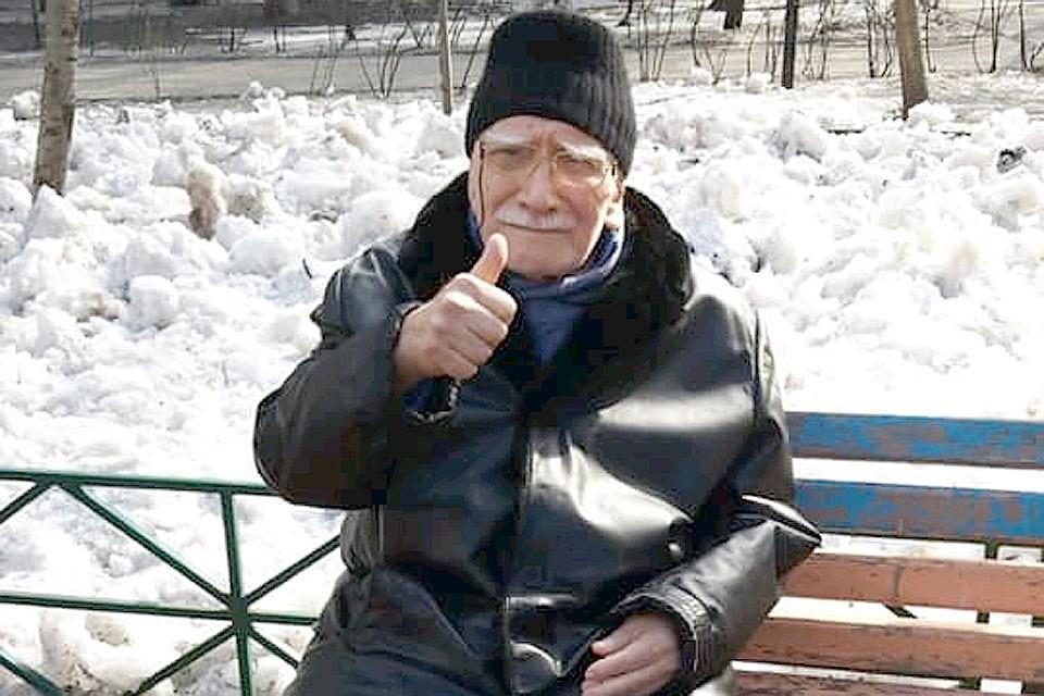 83-летнего Джигарханяна выписали из больницы: актер похудел и выглядит модником актер
