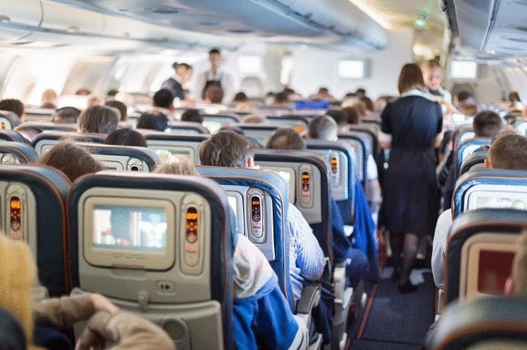Почему бортпроводники не пьют чай и кофе в самолете (и вам не советуют)