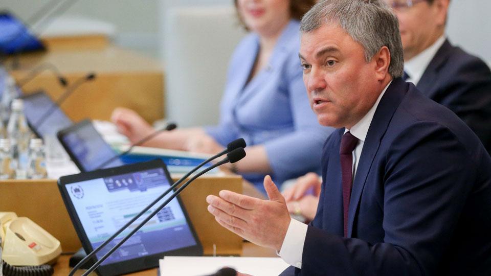 «Осознайте ответственность»: спикер Госдумы призвал правительство РФ ускориться