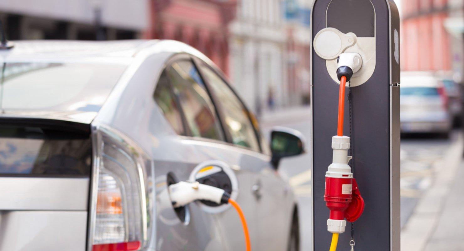 Почти треть электрокаров на вторичке продаётся со штрафами Автомобили