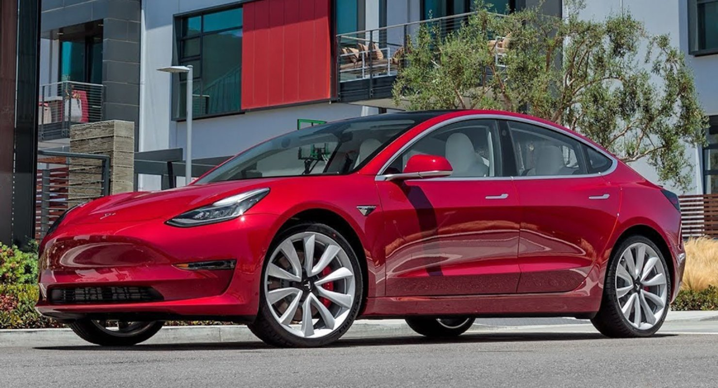 Электрокар Tesla Model 3 стал одним из самых популярных автомобилей в Германии Автомобили