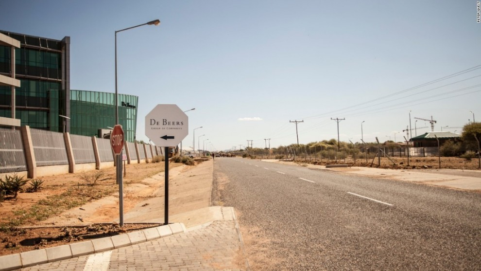 Крупнейший в Африке алмазодобывающий карьер Джваненг