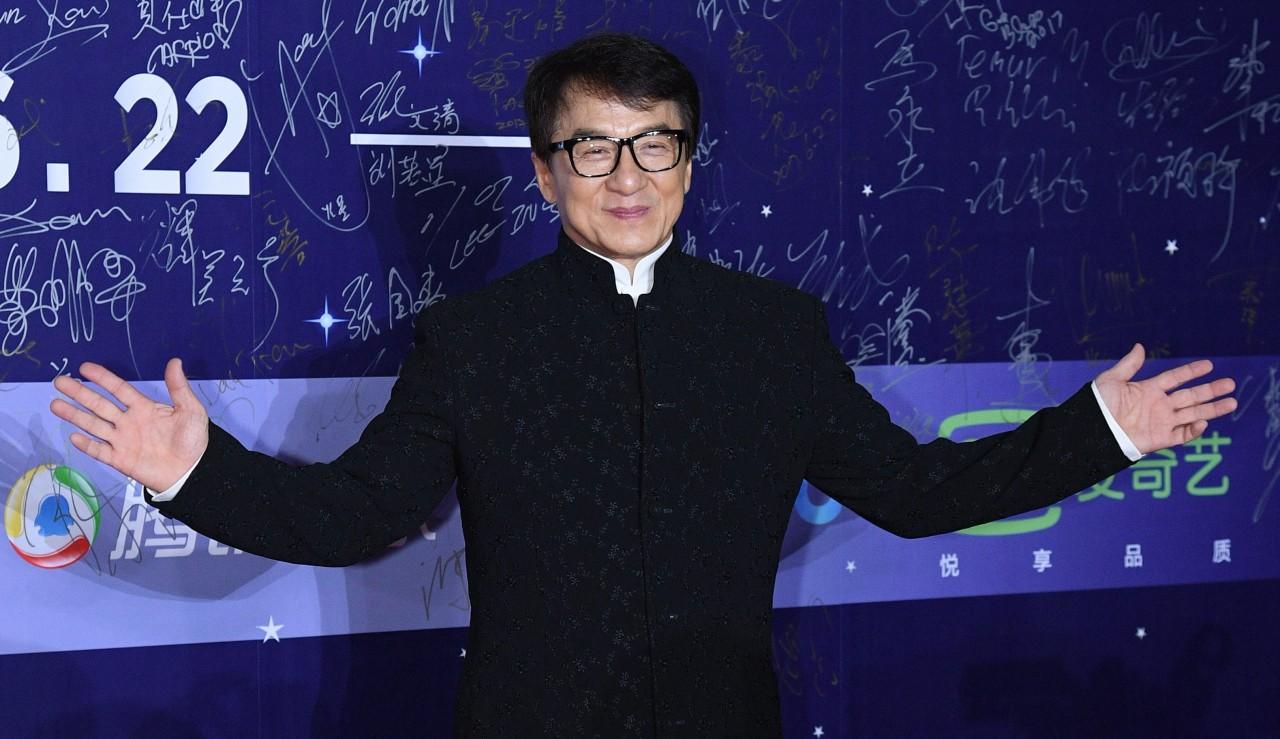 Джеки Чан выгнал свою внебрачную дочь из дома из-за ее нетрадиционной ориентации