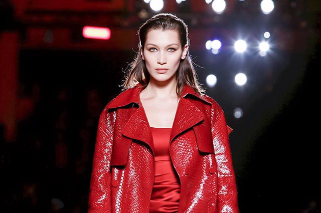 Неделя моды в Милане: Белла Хадид в ярком образе стала звездой показа Roberto Cavalli
