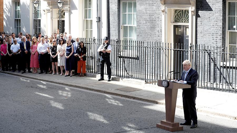 Политолог назвал «шатким» премьерское кресло Бориса Джонсона