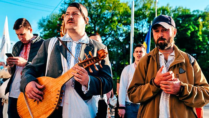 Русский, дай денег и не мешай. Профессиональные украинцы дошли до оскорблений украина