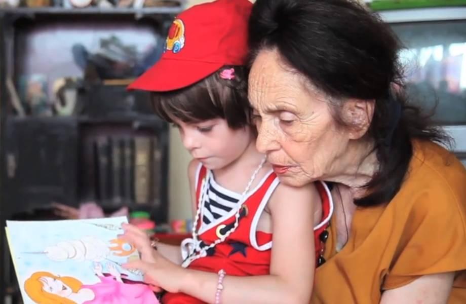 История женщины, родившей ребенка в 66 лет: как сложилась их жизнь спустя 15 лет