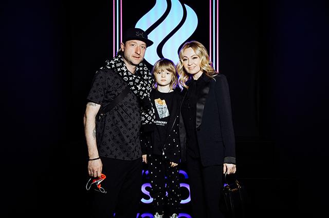 Яна Рудковская и Евгений Плющенко с сыном, Агата Муцениеце, Юлия Барановская на презентации олимпийской формы Светская жизнь