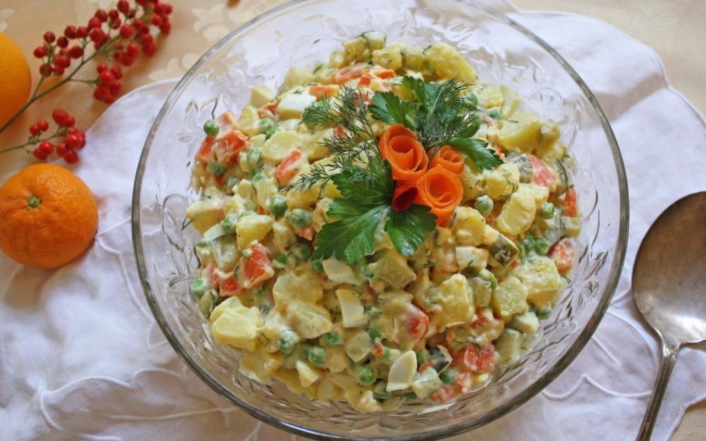 Рецепт салатов из морского коктейля с фото клещи