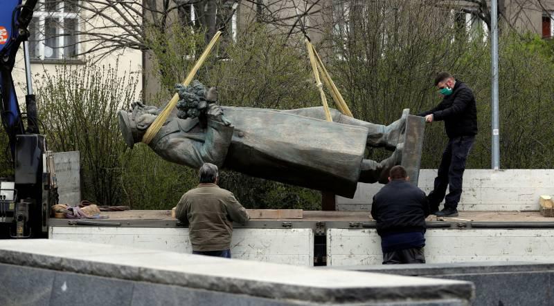 Оскверненный маршал. Почему забыли о сносе памятника Коневу в Праге? геополитика