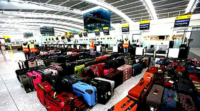 Аэропортам выгодно пускать с молотка забытый багаж. /Фото: telegraph.co.uk