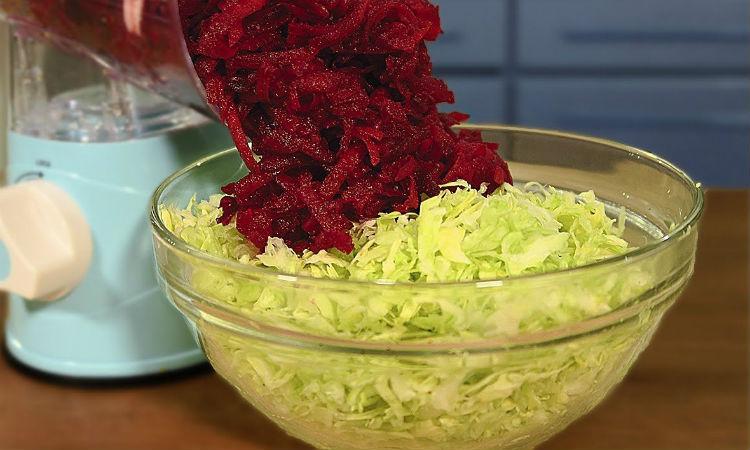 Салаты из капусты готовим за минуты: натерли овощи и заправляем маслом кулинария,салаты