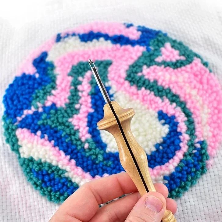 Как вышивать ковровой иглой: краткое руководство
