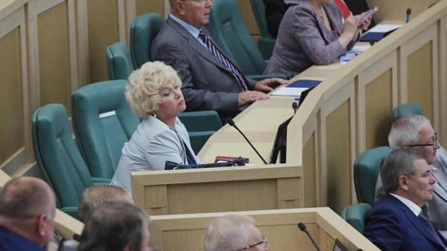 Сенатор Людмила Нарусова предложила приравнять сталинизм к нацизму