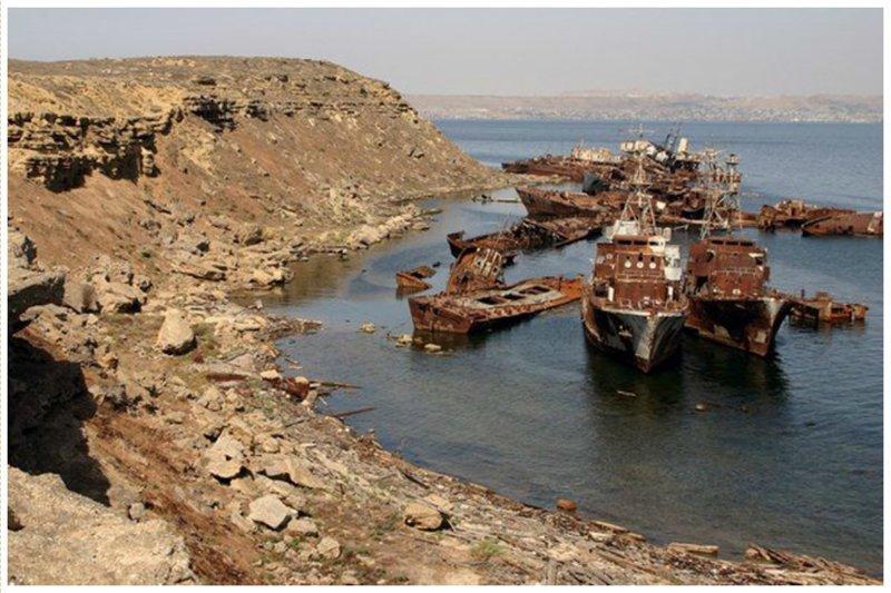 Наргин - самый большой необитаемый остров в Бакинском заливе. Здесь нашли свой последний причал более 20 кораблей выброшенные, жизнь, катастрофа, корабли, красота, невероятное