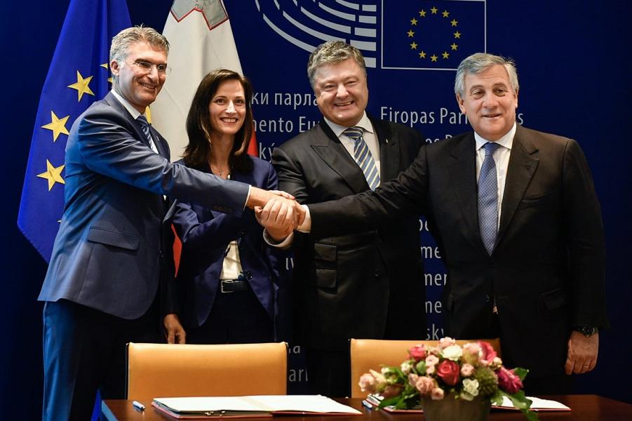 """Украина """"вернулась в европейскую семью""""? Вы согласны?"""