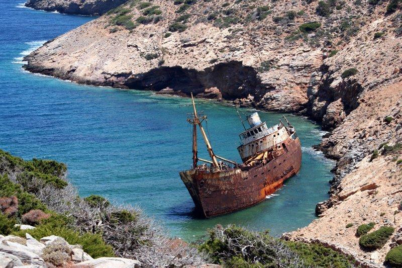Olympic был коммерческим кораблем, который был выброшен на берег недалеко от города Катапола на острове Аморгос в Греции, по-видимому пиратами, в 1979 году следуя из Кипра мимо Греции выброшенные, жизнь, катастрофа, корабли, красота, невероятное