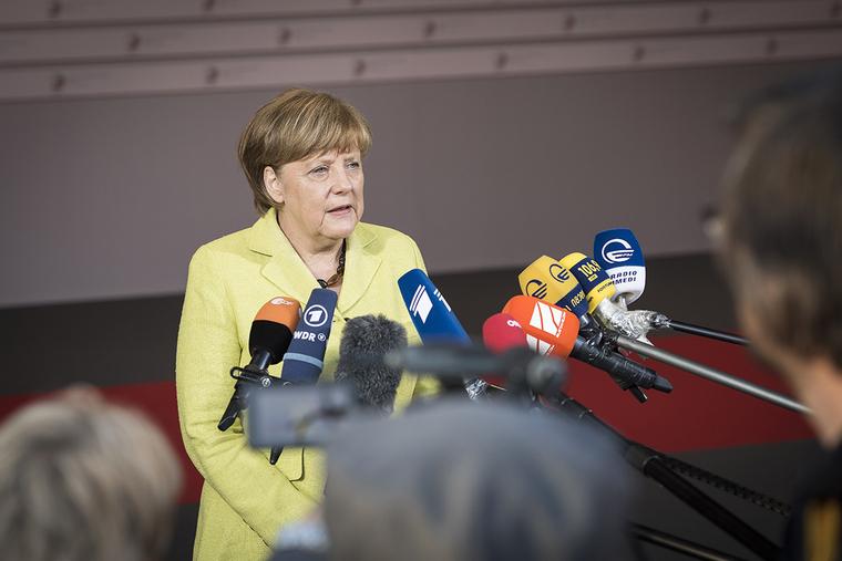 Меркель снова затрясло во время официальной встречи