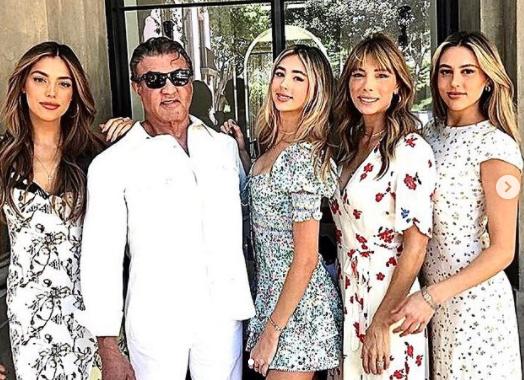 Прекрасные: Сильверст Сталлоне показал фото с женой и дочерьми