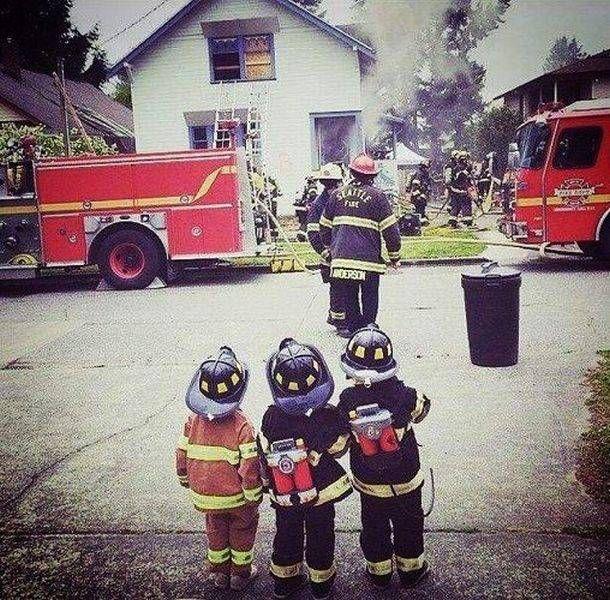 прикольные фото с пожарными для новогоднего