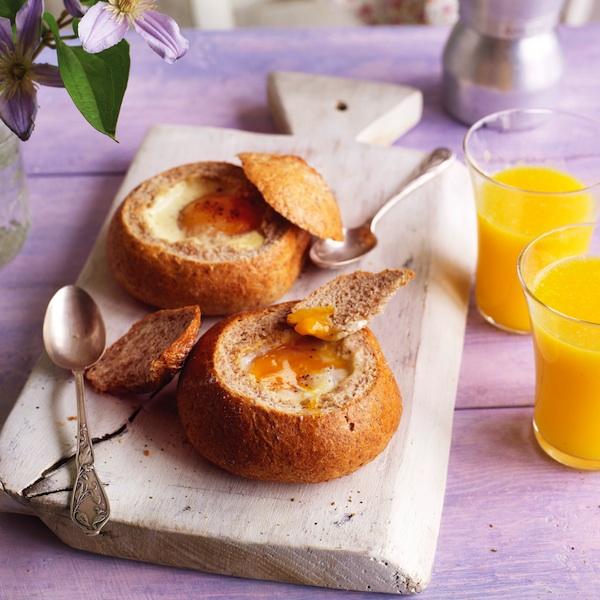 Яичница в булке – отличная идея для быстрого завтрака