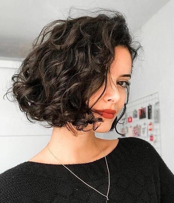 Каре на кудрявые волосы фото