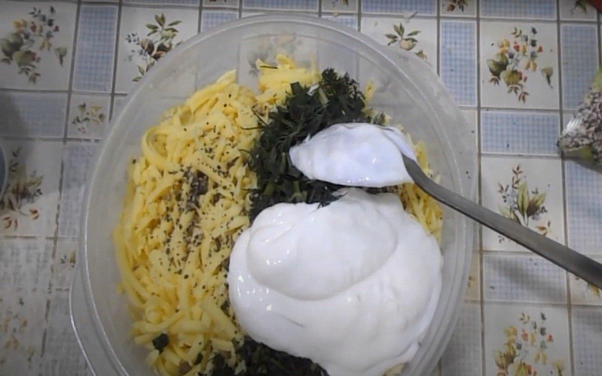 салат с курицей сыром и кукурузой