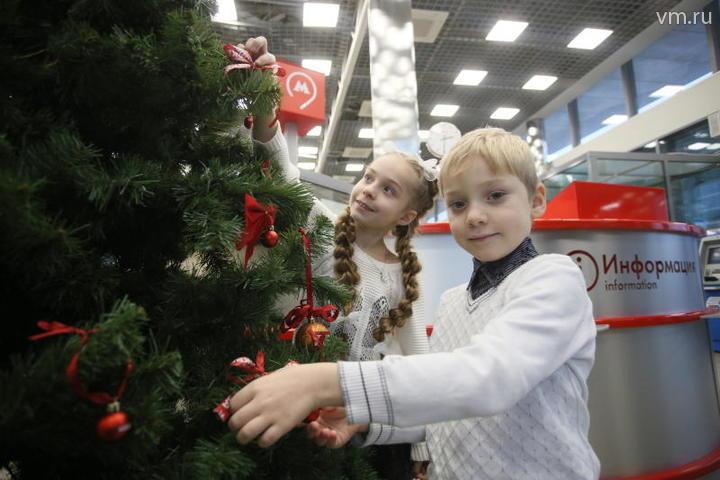 На станциях Московского центрального кольца установили елки
