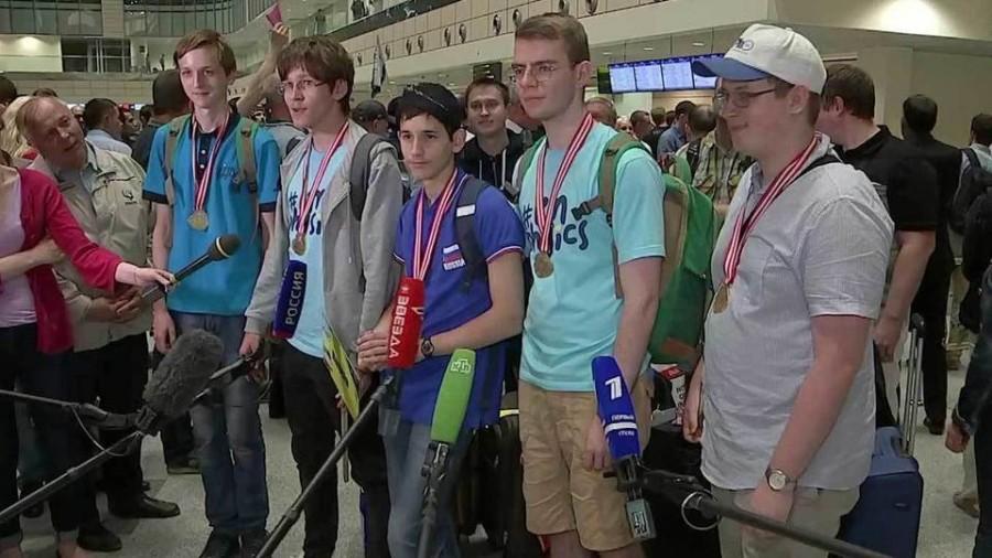 Российские школьники собрали все награды высшей пробы на олимпиаде по физике в Индонезии Полезное,Россия
