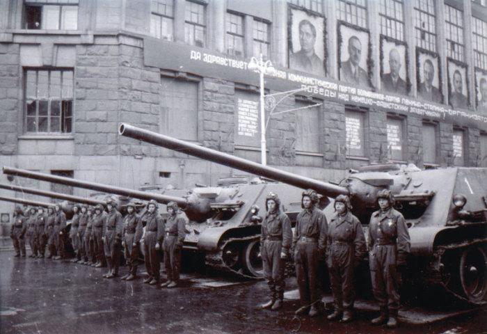 В параде Победы участвовали бригады тяжёлых танков «Иосиф Сталин-2» и средних Т-34, признанных лучшими танками Второй мировой войны./Фото: img.lenta.ru