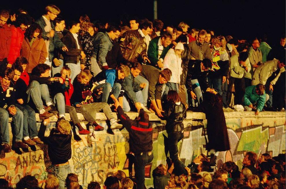 11 исторических фото Берлинской стены, которая 28 лет разделяла Берлин на две части Берлинская стена,Германия,история,фотография