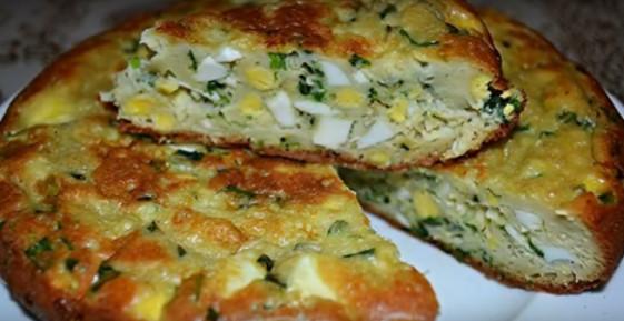 Нежный заливной пирог с яйцами и зеленым луком (готовим в мультиварке)