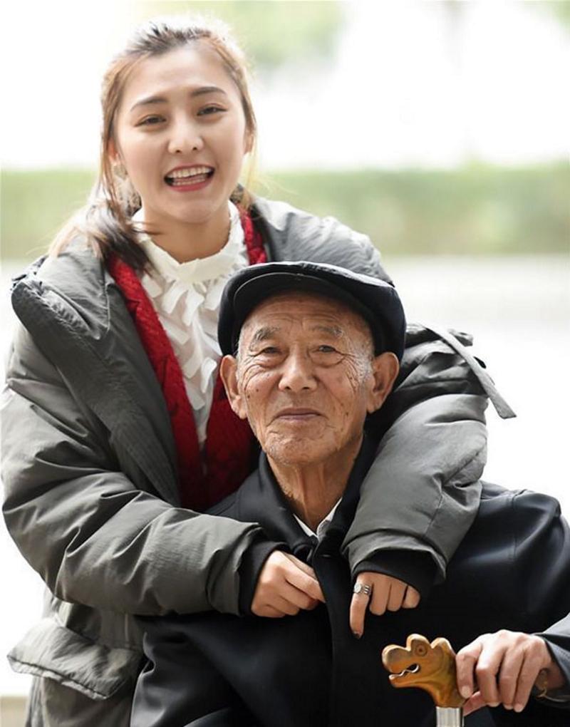 Девушка исполнила последнее желание своего любимого дедушки