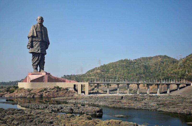 Статуя Единства — дань памяти Валлабхаи Пателю, политику, ратовавшему за независимость Индии. Открыта в октябре 2018 года и является самой большой в мире — 182 м, не считая постамента, что в четыре раза выше, чем статуя Свободы в мире, высота, красота, люди, памятник, подборка, статуя, факты