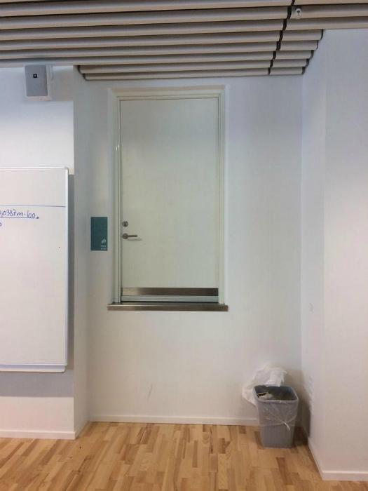 Странное размещение двери.