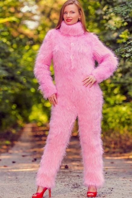 Что такое fuzzy свитер и как его носить: стиль женщины 50+