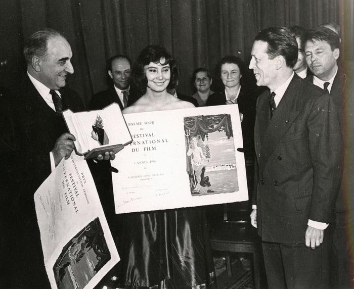 В 1958 году Золотой пальмовой ветвью был награжден фильм Михаила Калатозова «Летят журавли»