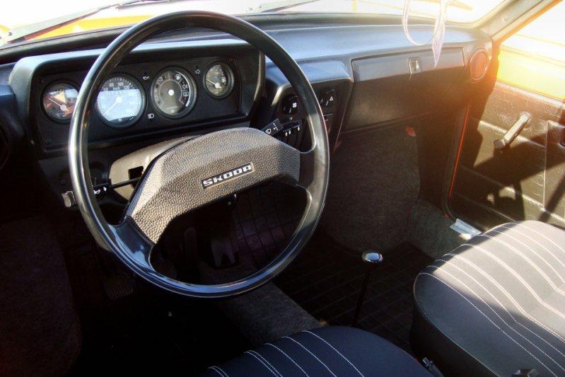 Автомобили оснащались бензиновыми «четверками» объемом от 1,05 до 1,2 литра мощностью от 44 до 54 сил. заднемоторная компоновка, седан