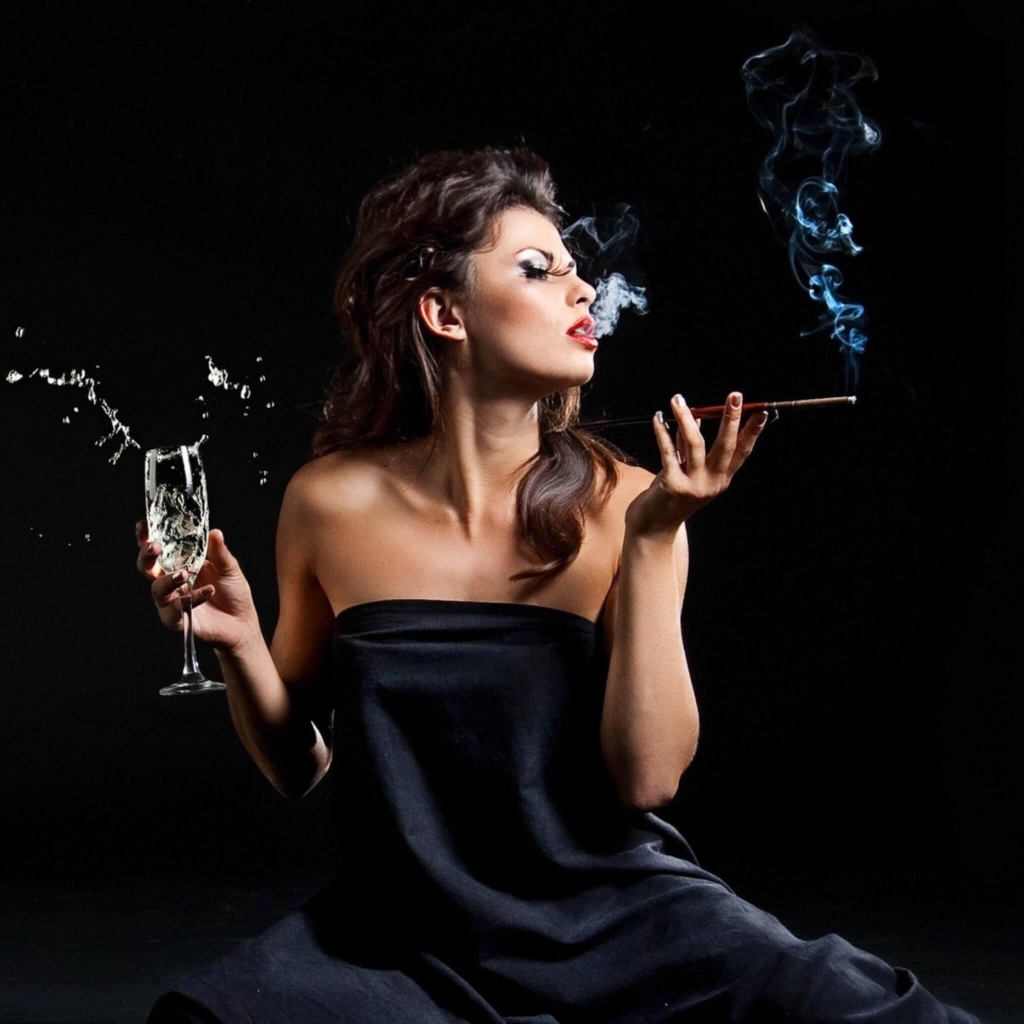 Фото девушки с сигаретой и алкоголем