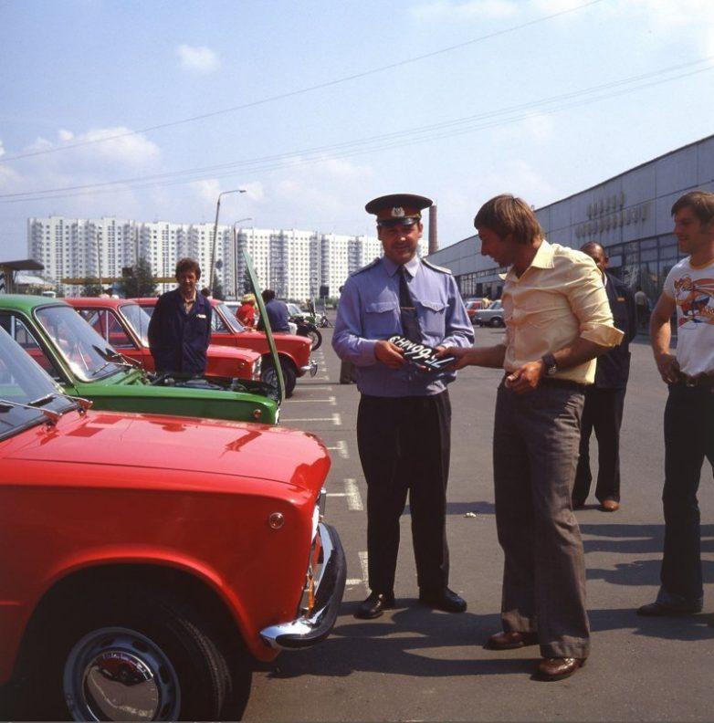 Как покупали машины в СССР? автомобили