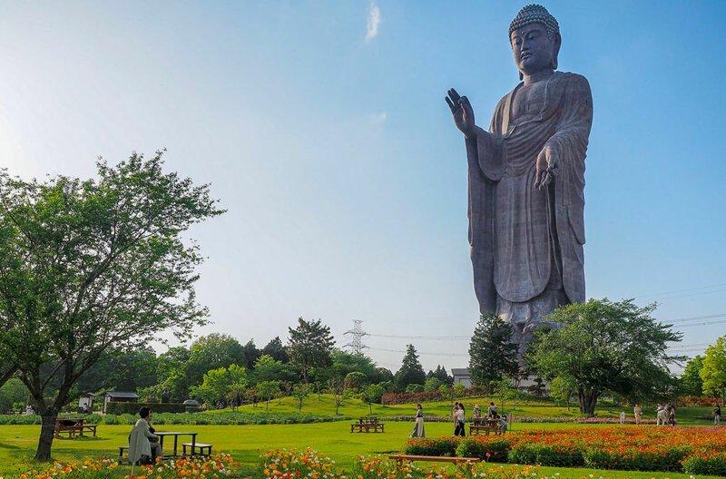 Великий Будда Амитабха в японском городе Усику — четвертая по высоте статуя в мире, 100 м. При этом первая по высоте среди бронзовых статуй в мире, высота, красота, люди, памятник, подборка, статуя, факты