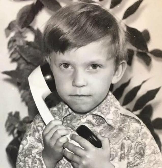 Мальчик рос без отца, а бабушку называл мамой. Сегодня он кумир миллионов женщин Затем, выступал, часто, также, человек, Николаевна, академии, управленияКакоето, время, работал, молодой, автоматики, слесарем, пробовал, рекламном, бизнесе, Однако, затем, Когда, промышленной