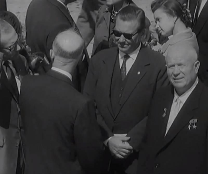 Уже 40 лет должны были жить при коммунизме: как Хрущёв СССР обманул история