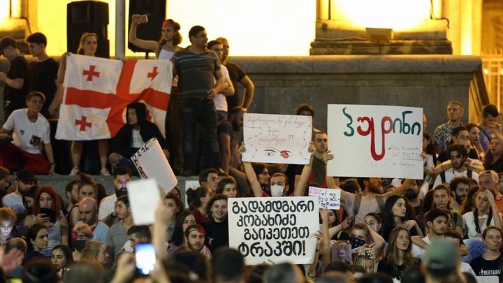 «Оккупанты, денег дайте»: что в Грузии говорят россиянам