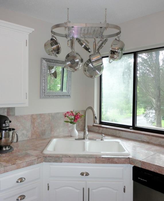 Удобное место для мытья посуды.
