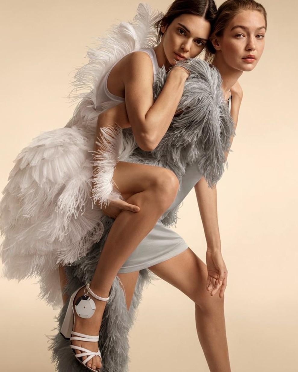 Сестры Хадид и Кендалл Дженнер в рекламной кампании Burberry весна-лето 2020