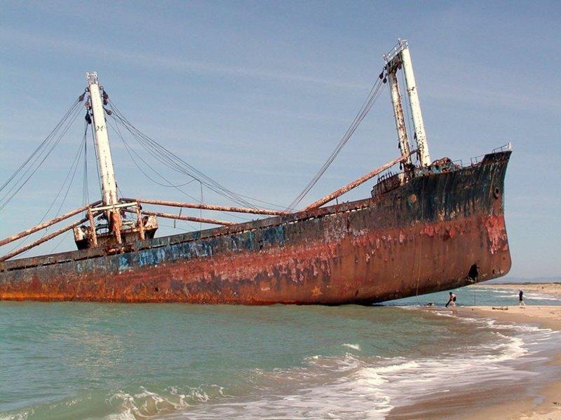 Кораблекрушение Эдема V, Марина-ди-Линина, Италия выброшенные, жизнь, катастрофа, корабли, красота, невероятное