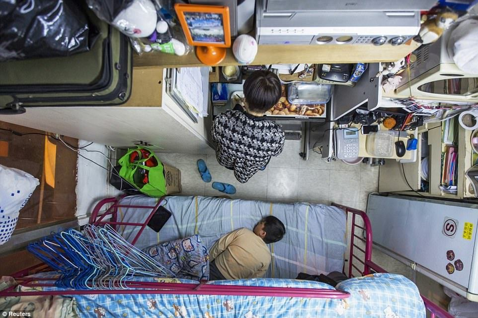 Куда людей загоняет бедность: самые крошечные жилые апартаменты в мире