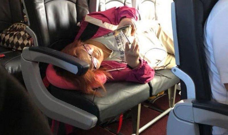 Видео: авиапассажирка заняла более дорогие места и отказывается уходить ynews, Наглость - второе счастье, авиа, авиа пассажиры, видео, инцидент, пассажирка, скандал
