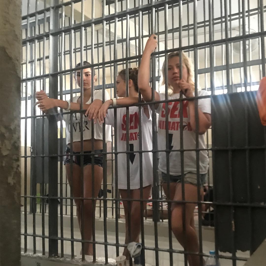 Заключенную трахнул в тюрьме видео глубокая